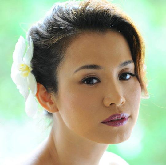 Nhan sắc đẹp lạ của Hoa hậu có nụ cười quyến rũ nhất Việt Nam - Ảnh 2.