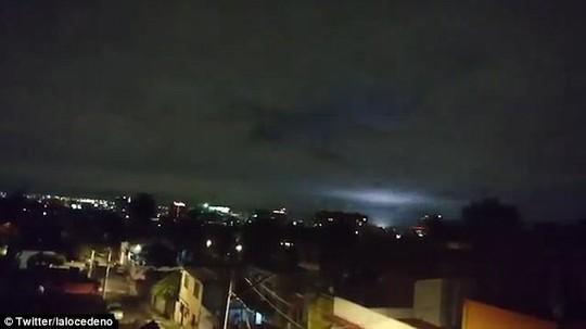 Mảng sáng bí ẩn xuất hiện cùng động đất thế kỷ ở Mexico - Ảnh 2.