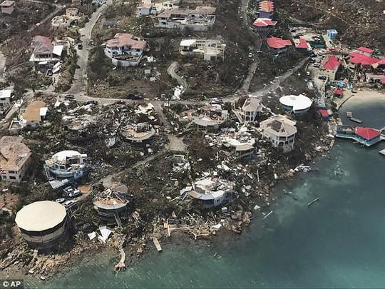 Bão Irma thổi bay nhà tù, hơn 100 tù nhân trốn thoát - Ảnh 1.