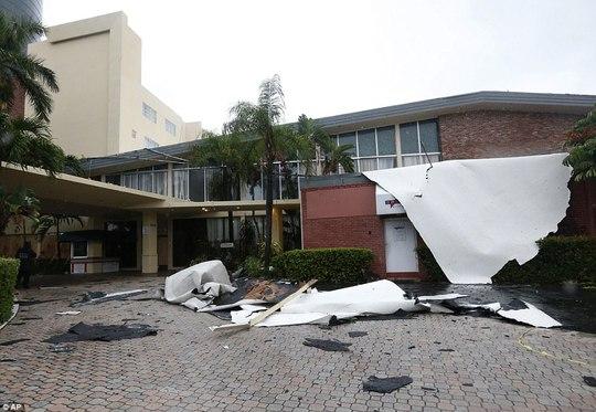 Bão Irma thổi bay nhà tù, hơn 100 tù nhân trốn thoát - Ảnh 2.