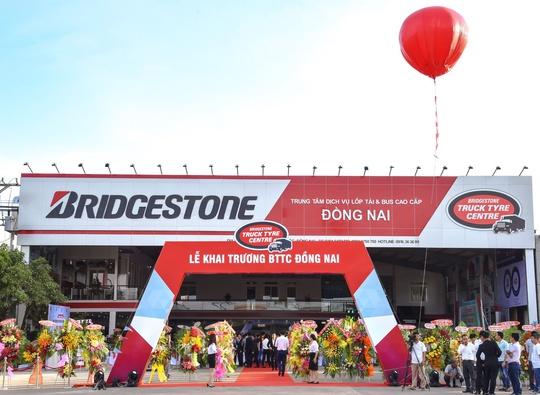 Bridgestone ra mắt Trung tâm Dịch vụ lốp xe tải/buýt cao cấp nhất tại Việt Nam - Ảnh 1.