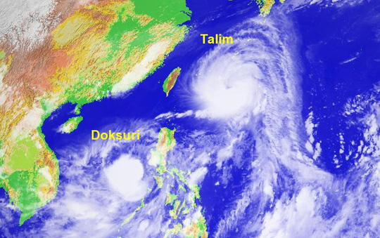 Hai cơn bão Talim và Doksuri. Ảnh: Twitter