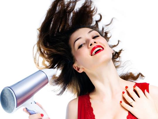Sử dụng máy sấy tóc thế nào cho hợp lý? - Ảnh 1.