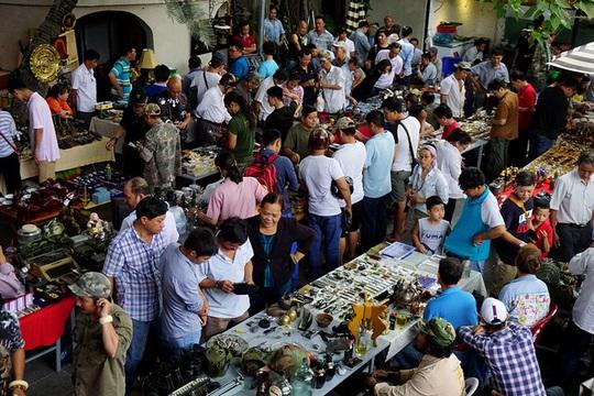 Chợ ve chai nghìn đô giữa lòng Sài Gòn - Ảnh 1.