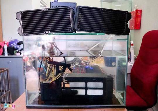 Dàn trâu cày Bitcoin dưới nước đầu tiên tại Việt Nam - Ảnh 1.