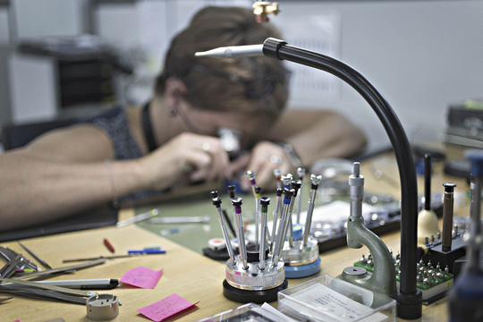 Bí mật 150 năm của xưởng sản xuất đồng hồ Thụy Sỹ - Ảnh 2.