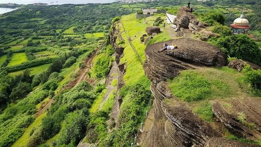 10 mỏm đá chỉ nhìn cũng tim đập chân run ở Việt Nam - Ảnh 2.