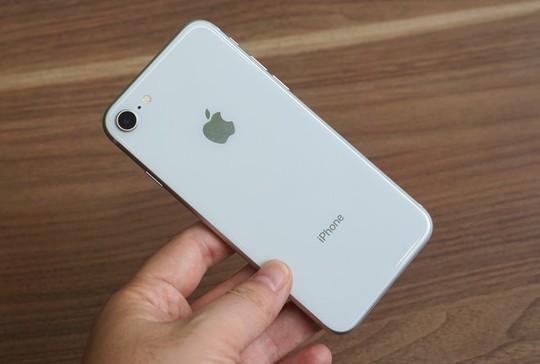 Mua linh kiện thêm 10 USD, Apple tăng giá iPhone 8 lên 50 USD - Ảnh 1.