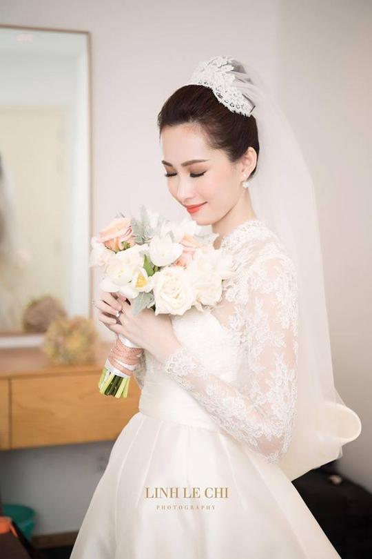 Khoảnh khắc ngọt ngào của hoa hậu Thu Thảo và chồng - Ảnh 1.