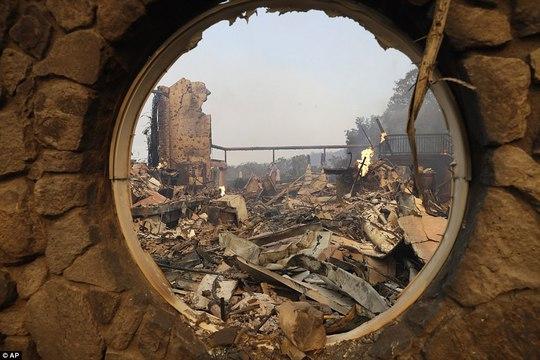 Cháy rừng ở California dữ dội nhất trong lich sử - Ảnh 3.