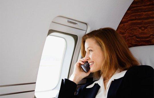 Chuyện gì sẽ xảy ra nếu bạn không tắt điện thoại khi đi máy bay? - Ảnh 1.