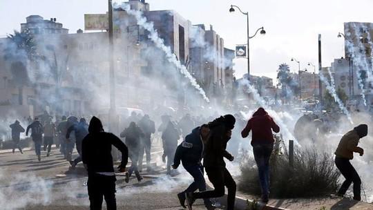 Vụ Jerusalem: Đạn lửa bùng cháy sau quyết định của ông Donald Trump - Ảnh 2.
