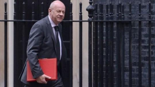 Phó thủ tướng Anh mất chức vì hình ảnh khiêu dâm - Ảnh 1.