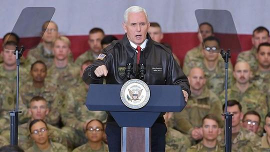 Phó Tổng thống Mỹ lẳng lặng bay xuyên đêm tới Afghanistan - Ảnh 2.