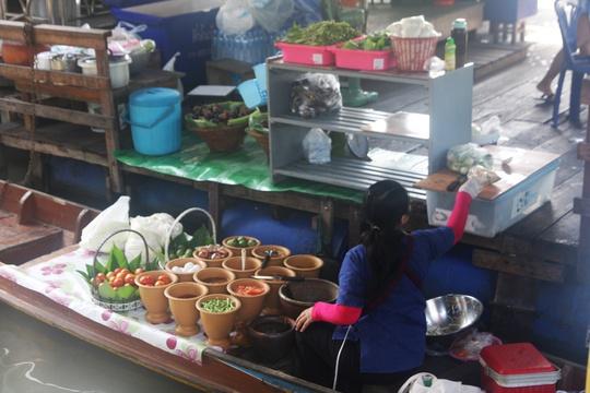 Đi chợ nổi Taling Chan ở Bangkok - Ảnh 11.