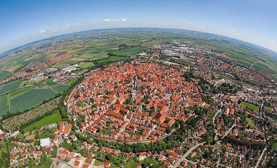 Thị trấn được bao phủ bởi 72.000 tấn kim cương - Ảnh 4.