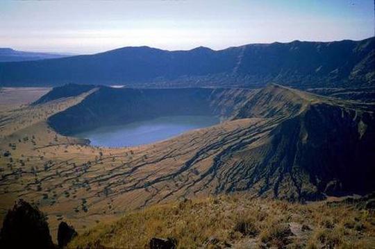 Điêu đứng trước vẻ đẹp 10 hồ núi lửa đẹp ngất ngây - Ảnh 4.