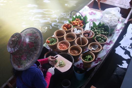 Đi chợ nổi Taling Chan ở Bangkok - Ảnh 12.