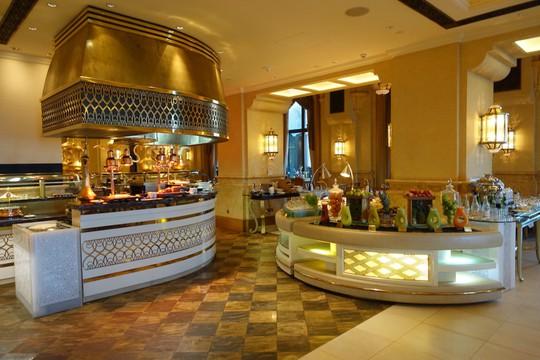 Khách sạn 7 sao lộng lẫy như cung điện - Ảnh 13.
