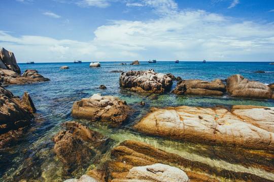 Sướng mắt với biển, đá và cua ở cù Lao Câu - Ảnh 13.