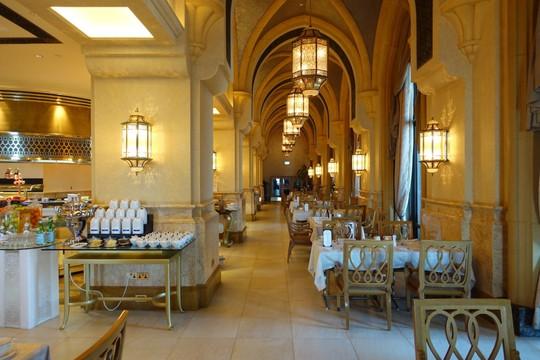Khách sạn 7 sao lộng lẫy như cung điện - Ảnh 14.