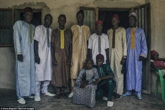Để được kết hôn, nam thanh niên Senegal sống trong rừng một tháng - Ảnh 14.