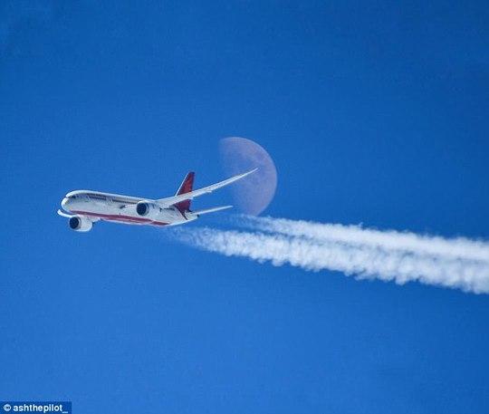Ảnh châu Âu từ trên cao cực đẹp do phi công chụp từ buồng lái máy bay - Ảnh 14.