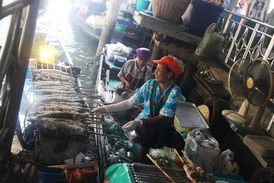 Đi chợ nổi Taling Chan ở Bangkok - Ảnh 15.