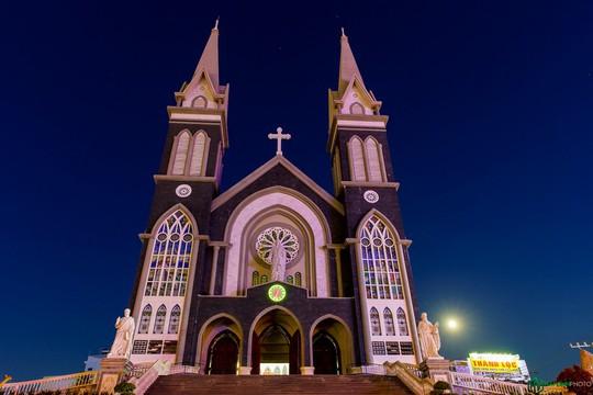 Ngắm nhà thờ đẹp nhất tỉnh Bình Dương