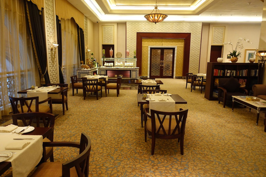 Khách sạn 7 sao lộng lẫy như cung điện - Ảnh 16.