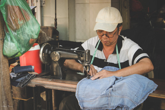 Sắc màu bình dị tại chợ hoa lớn nhất Sài Gòn - Ảnh 16.