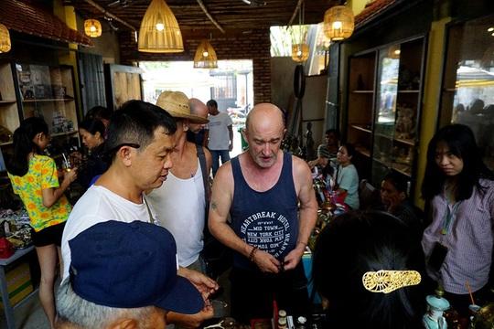 Chợ ve chai nghìn đô giữa lòng Sài Gòn - Ảnh 16.