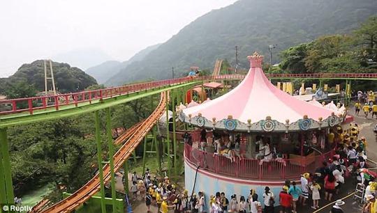 Khám phá công viên giải trí nước nóng đầu tiên trên thế giới - Ảnh 7.