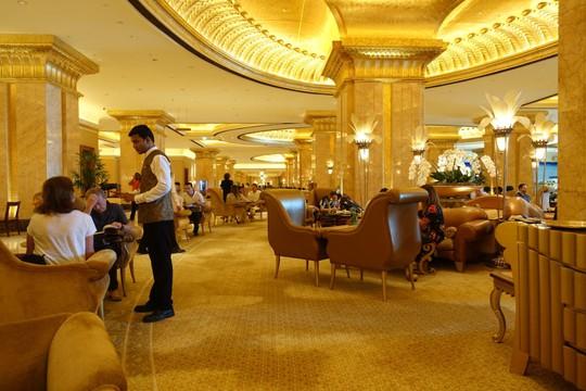 Khách sạn 7 sao lộng lẫy như cung điện - Ảnh 19.