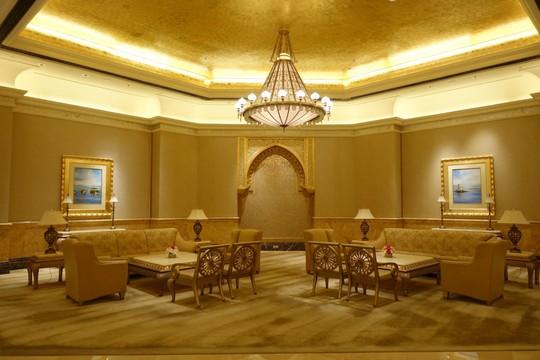 Khách sạn 7 sao lộng lẫy như cung điện - Ảnh 20.