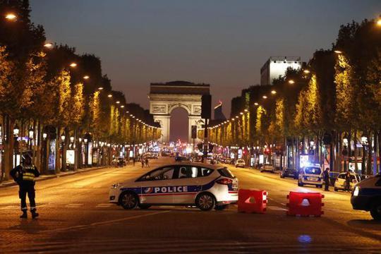 """Tổng thống Pháp Francois Hollande coi vụ tấn công là """"hành động khủng bố"""". Ảnh: REUTERS"""