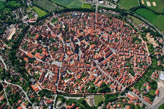 Thị trấn được bao phủ bởi 72.000 tấn kim cương - Ảnh 1.