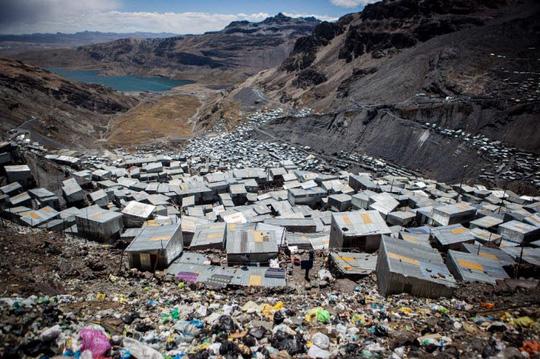 Cuộc sống nghèo không thể tả ở thành phố cao nhất thế giới - Ảnh 1.