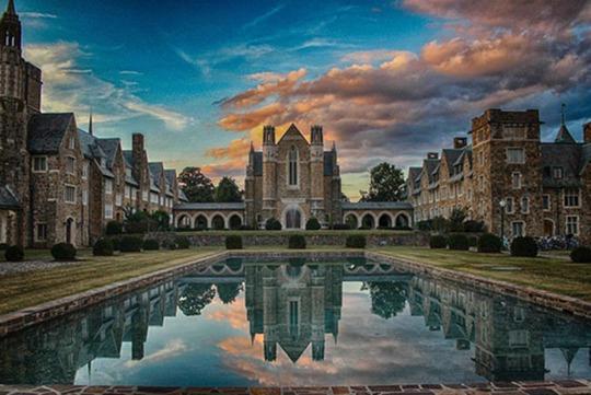 Lạc lối trong khuôn viên trường đại học rộng nhất thế giới - Ảnh 3.