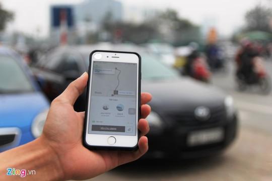 Miếng bánh sân bay trong cuộc chiến taxi, Uber, Grab - Ảnh 3.