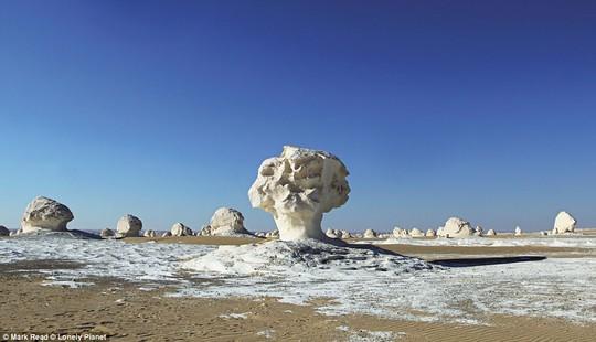 Những kỳ quan thiên nhiên đáng kinh ngạc nhất thế giới - Ảnh 3.