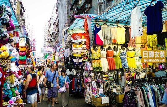 Chợ Quý Bà, thiên đường mua sắm hàng hiệu giá rẻ ở Hồng Kông - Ảnh 1.