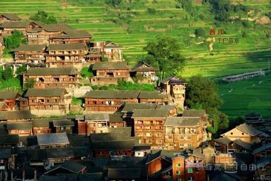 Những điểm du lịch nổi như cồn, đẹp lung linh ở Trung Quốc - Ảnh 3.