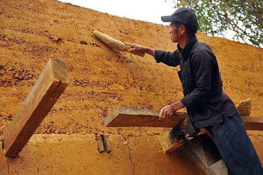 Cúi đầu bái phục kiến trúc nhà cổ của người Mông - Ảnh 3.