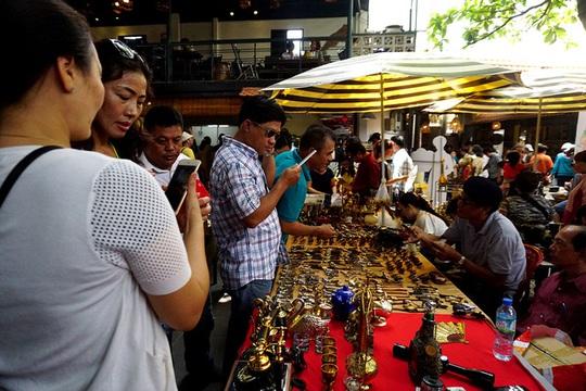 Chợ ve chai nghìn đô giữa lòng Sài Gòn - Ảnh 3.