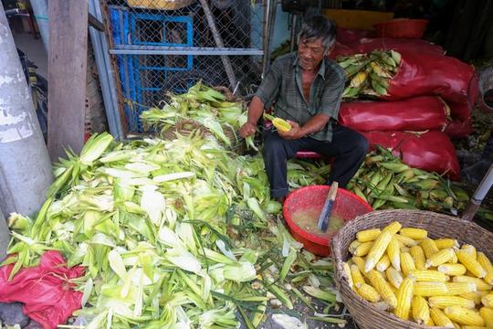 Chợ bắp lớn nhất Sài Gòn - Ảnh 3.