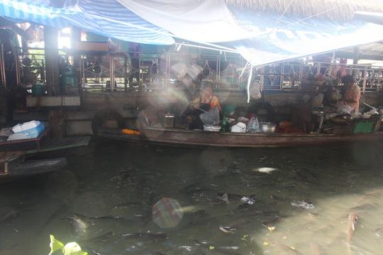 Đi chợ nổi Taling Chan ở Bangkok - Ảnh 22.