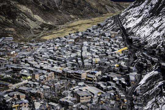 Cuộc sống nghèo không thể tả ở thành phố cao nhất thế giới - Ảnh 8.