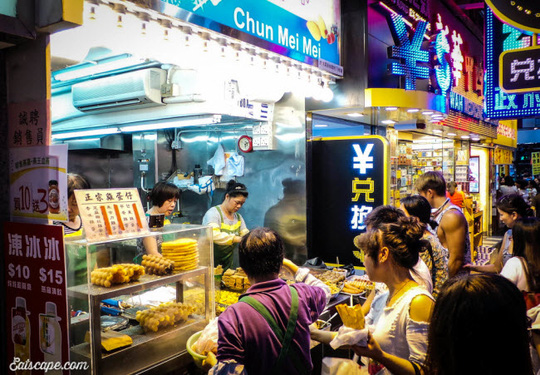 Chợ Quý Bà, thiên đường mua sắm hàng hiệu giá rẻ ở Hồng Kông - Ảnh 9.
