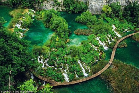 Những kỳ quan thiên nhiên đáng kinh ngạc nhất thế giới - Ảnh 4.